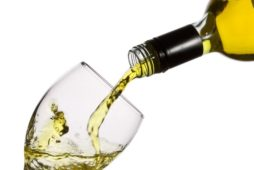 Ministry of Agriculture will work out options for how to decorate the labels of wine